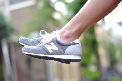 new-balance-420-grey-outfit-710x473